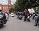 Motocykle ustawiają się do parady