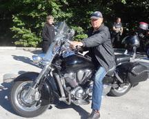 Zaraz idziemy zwiedzać jeziora - parking dla motocykli za darmo