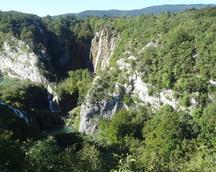 Widok z góry na wodospady -  rozpoczynamy zwiedzanie