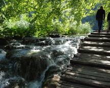 Woda pod nogami się leje , szum wody jest wspaniały dla naszych uszy : ))