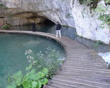 Idziemy do pobliskiej jaskini