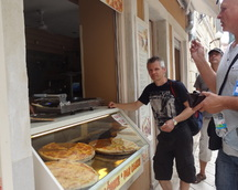 Zgłodnieliśmy więc kupujemy kawałek pizzy
