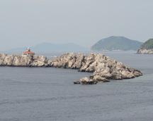 Okoliczne wyspy zdobią krajobraz