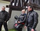 Zabol na saksach - Wataha roztacza opiekę nad Lindą