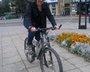 Hipsterska Alicja na rowerze