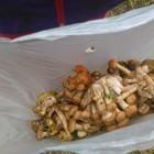 Kto rano wstaje, ten pełne siatki grzybów dostaje !