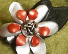 Spinka ze skórzanym kwiatkiem