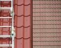 Na pierwszym planie dach wyczyszczony przed impregnacją, zaś na drugim.. coś co też by się przydało wyczyścić
