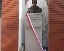 """Uroczystość poświęcenia Pomnika Patrona """"Solidarności"""" w Gorzycach"""