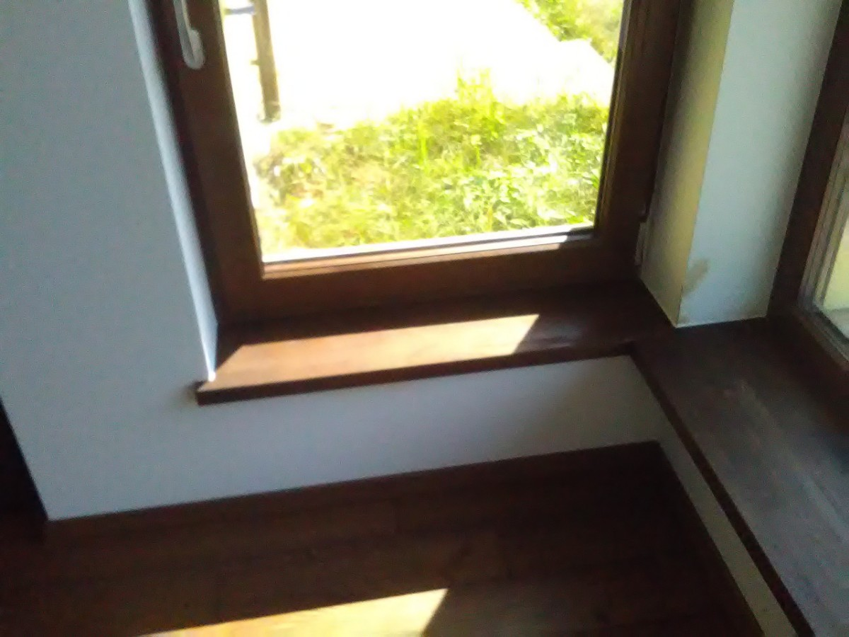 dębowy drewniany parapet u stolarza na zamówienie wrocław