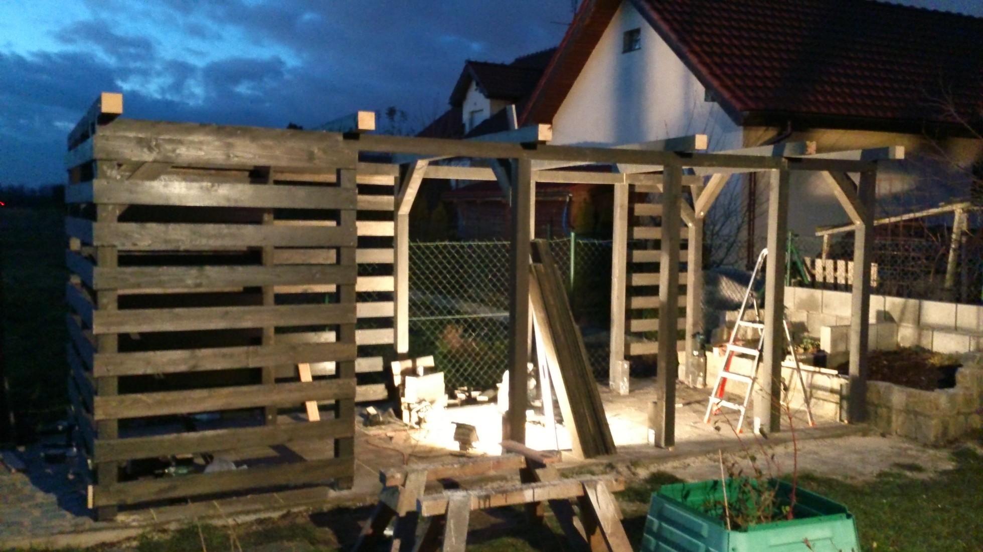 ażurowe ściany w drewutni podstawą do właściwego składania drewna