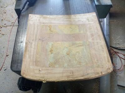 szczotkowanie druciakiem powierzchni siedzenia