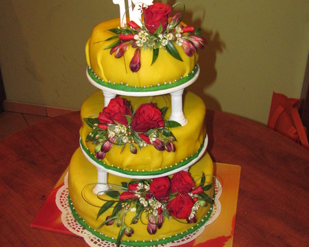 Tort piętrowy-żywe róże