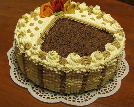 Tort okrągły-kawowy