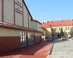 Hala i szkoła podstawowa