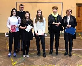 Najlepsi w konkursie językowym gimnazjum.