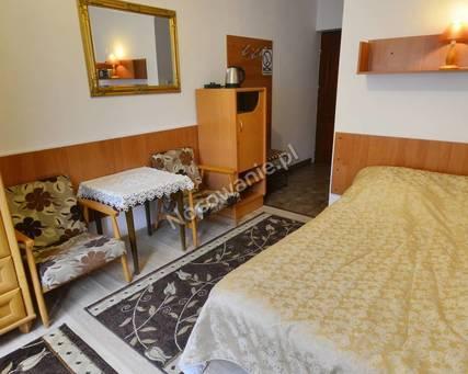 pokój 2 os z łazienką i podwójnym łóżkiem