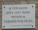 Tablica upamiętniająca pobyt Stachury w Grochowicach